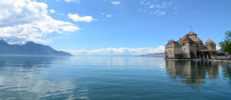 Chillon Castle at Geneva lake in Switzerland. Redactioneel