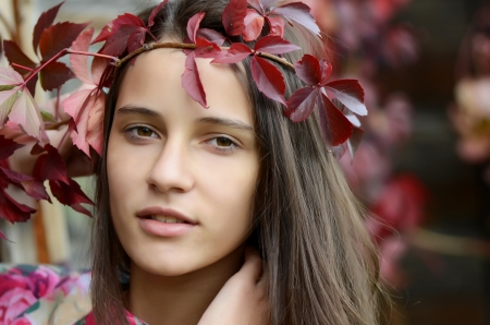 Portrait of young girl with autumn foliage Stock Photo - 15721012