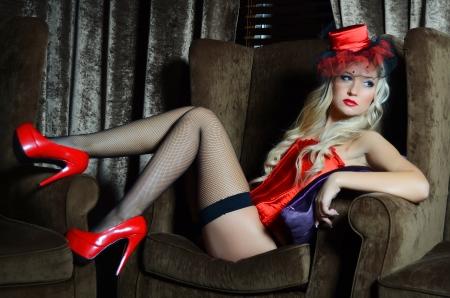 Die schöne Frau im Retro-Stil Lizenzfreie Bilder