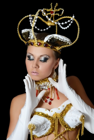 arrogancia: La niña bailarina en traje de la emperatriz Foto de archivo