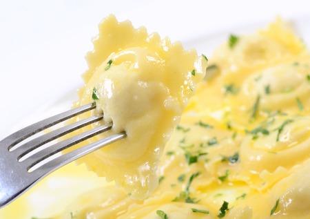 camote: Casa raviolis un relleno de ricotta y una patata con mantequilla