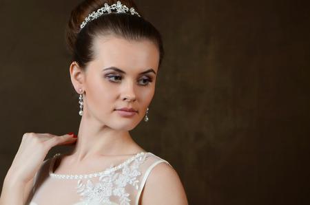beaux yeux: Portrait de la mari�e avec de grands yeux magnifiques