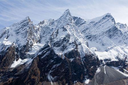 monta�as nevadas: Nepal. Sabana de monta�a Manaslu
