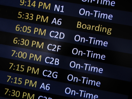 Airport signage alerting passengers to board airplane  Imagens