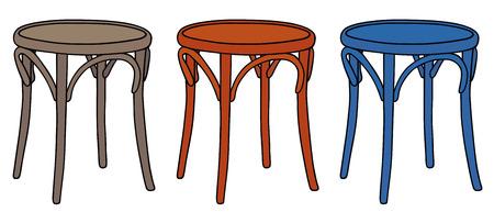 sgabelli: Disegno a mano di tre classici sgabelli di legno
