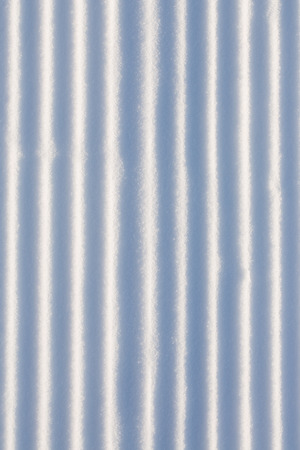 lineas rectas: Snow vertical straight lines. Background