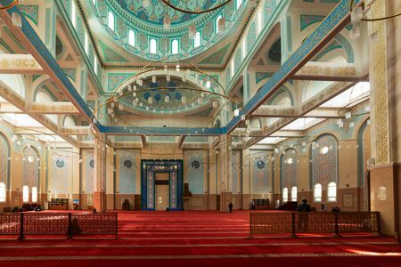 ASTANA, KAZAKHSTAN -August 25, 2015: Interior of the Nur-Astana Mosque, the third largest mosque in Central Asia. Редакционное