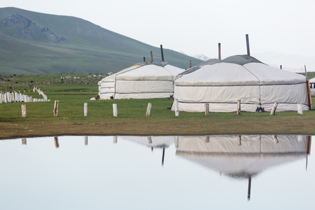 Mongolian yurts on grassy steppe of northern Mongolia. Foto de archivo