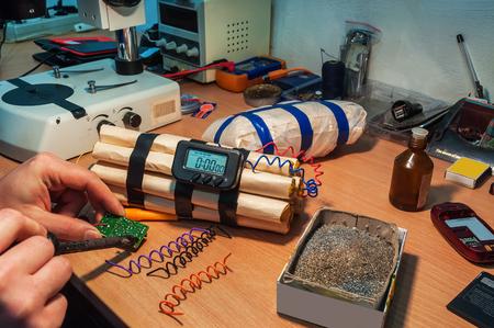 Explosifs (timebomb) machine dans l'atelier Banque d'images - 48607891