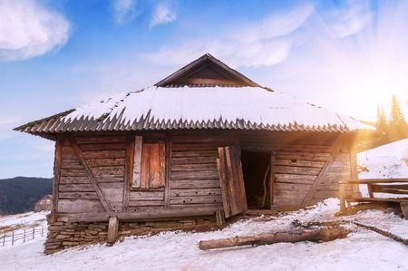 wintery day: wooden abandoned cabin (chalet) in the mountain Stock Photo