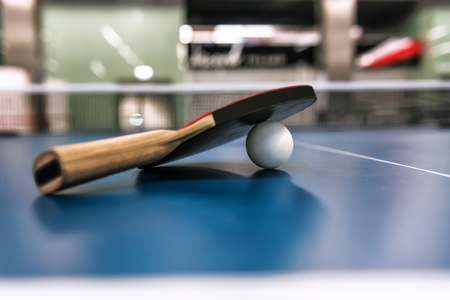 Table tennis racket and ball. Sport time Banque d'images