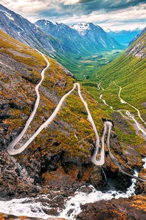 Troll road. Trollstigen on sunset in mountains. Norway. Banque d'images - 126378250