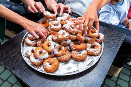 human hands and donuts with sugar powder 版權商用圖片
