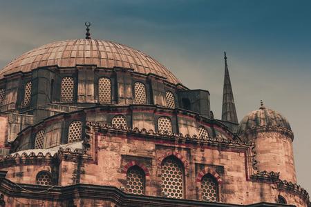 Vista de la mezquita de Sehzade (Mezquita del Príncipe), mezquita imperial otomana. Estanbul. Turquía. Foto de archivo - 91434248