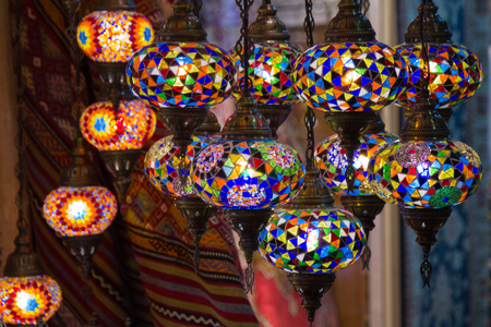 View of traditional bright decorative hanging Turkish lamps and colorful lights with vivid colors in the Grand Bazaar. Istanbul. Turkey. Most popular souvenirs for tourists. Foto de archivo - 100641147