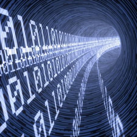 codigo binario: l�neas de c�digos binarios que viajan a trav�s del t�nel virtual Foto de archivo