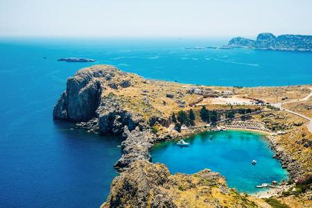 パノラマ空中鳥瞰図リンドスでセントポール湾でロードス島のギリシャの島