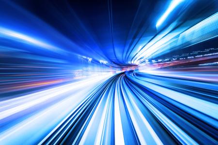 Piste abstraite à grande vitesse de la lumière de mouvement pour le fond