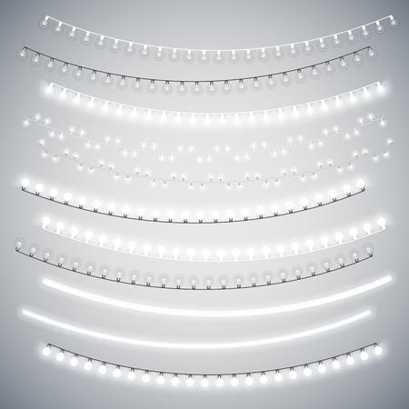 light: Blanco Navidad guirnaldas eléctricas fijada para el diseño de celebración. pinceles de motivo utilizadas incluyeron. Vectores