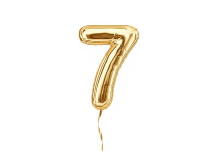 Numero 7. Palloncino di alluminio numero sette isolato su sfondo bianco