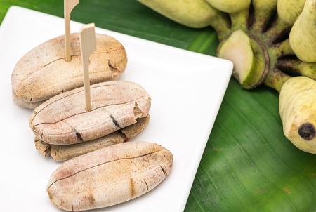 plato del buen comer: Sweet grilled banana on white ceramic plate for Thai dessert serving