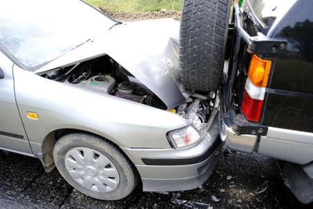 accidente transito: Accidente de coche en la carretera  Foto de archivo