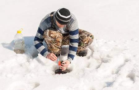 Installation of gear for winter fishing on the river