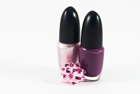 lila: Pink and violet nail polish. Manicure concept. Isolated on white.