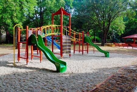 jardin infantil: Zona de juegos para ni�os, gimnasio selva Foto de archivo