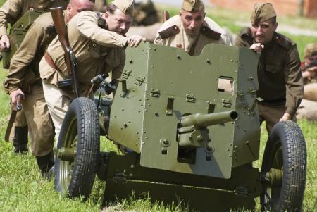 seconda guerra mondiale: Nitra, REPUBBLICA SLOVACCA - 15 GIUGNO: La ricostruzione delle operazioni della seconda guerra mondiale tra esercito Rossa e l'esercito tedesco, attacco russo il 15 Giugno 2013 a Nitra, Repubblica Slovacca