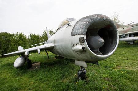 avion de chasse: Ancien avion de chasse dans le Kunovice du mus�e, en R�publique tch�que.