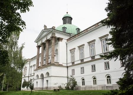 herrenhaus: Topolcianky Herrenhaus. Topolcianky ist ein Dorf und Gemeinde in Zlate Moravce Bezirk der Region Nitra, in der westlichen Zentral-Slowakei.