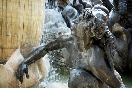 jeune femme nue: Mariage Carousel Fontaine (Das Ehekarussell) dans la ville de Nuremberg, Bavi�re, Allemagne. Jeune femme nue.