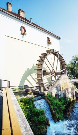molino de agua: Molino de agua en la ciudad de Tapolca, Hungr�a, Europa central. Foto de archivo