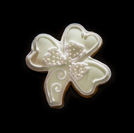 trefoil: Tasty gingerbread trefoil on the dark background. Christmas theme. Yuletide.