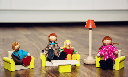 kinship: Cute family of the wooden figures. Retro toys. Family value.