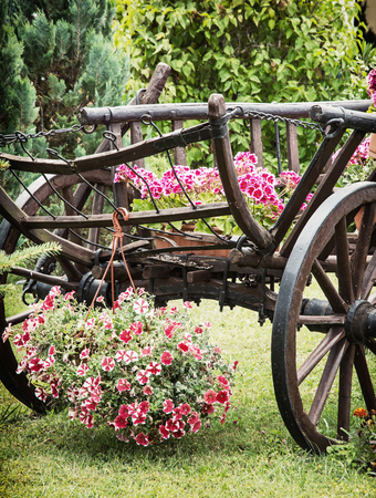 Charmant Stock Photo   Wooden Garden Wagon With Arranging Of Flowers. Summer Garden.