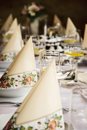 vermouth: Set banquet table. Decorative napkins and glasses with vermouth. Table manners. Birthday party. Stock Photo