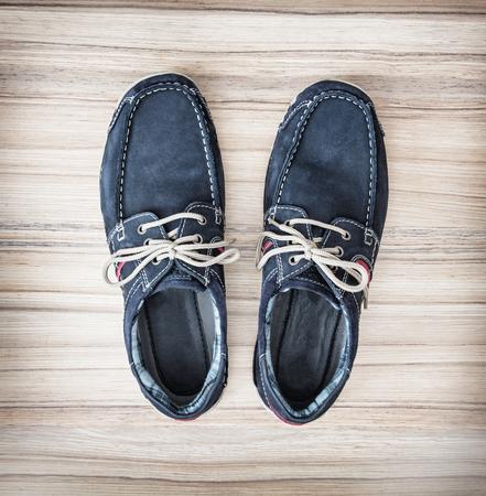 tienda de zapatos: Un par de elegantes zapatos de hombre azul. Belleza y la moda. Zapatería.