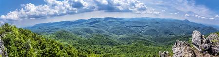 Blick von Vapenna - Rostun Hügel, Kleine Karpaten, Slowakische Republik. Thema Reisen. Panoramafoto. Standard-Bild