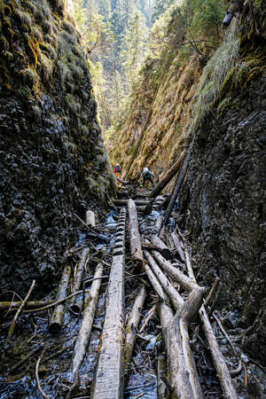 Tourist people in Velky Sokol gorge, Slovak Paradise national park. Seasonal natural scene. Standard-Bild