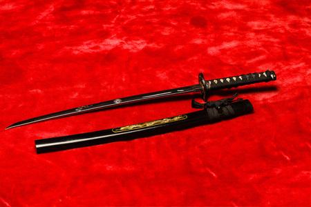 scheide: Japanische Samurai Wakizashi (kurz) Schwert auf rot