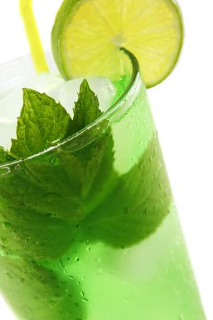 Refreshing cold Mint Julep Cocktail against a white background. Zdjęcie Seryjne