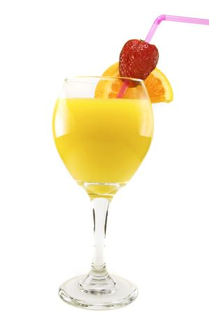Fresh orange juice with a fresh strawberry and orange slice in a wine goblet against a white background. Stok Fotoğraf - 3351044