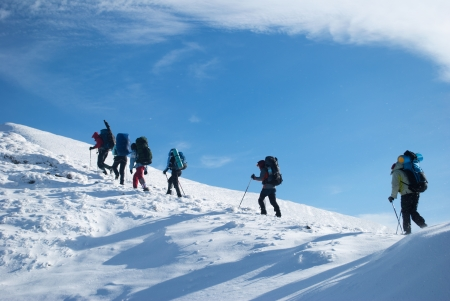 hikers in a winter mountain Banque d'images