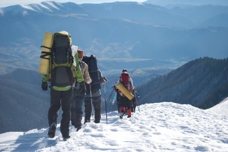 Escursionisti in montagna d'inverno Archivio Fotografico - 23569360