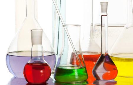 Apparecchiature scientifiche in laboratorio isolato su sfondo bianco Archivio Fotografico - 27574781