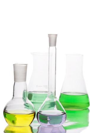 Apparecchiature scientifiche in laboratorio isolato su sfondo bianco Archivio Fotografico - 28132395