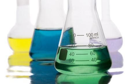 QUipement de science dans un laboratoire isolé sur fond blanc Banque d'images - 28132396