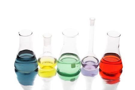 QUipement de science dans un laboratoire isolé sur fond blanc Banque d'images - 28132328